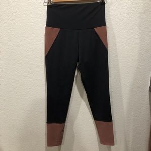 Onzie black/rust high waisted leggings, size S/M